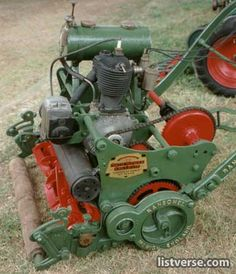 this museum includes over 400 vintage and experimental lawnmowers . Reel Lawn Mower, Lawn Mower Tractor, Small Tractors, Old Tractors, Lawn Tractors, Old Garden Tools, Lawn And Garden, Vintage Tractors, Gardens