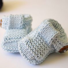 Finite le vacanze? io sì...anche se non ho mai smesso di lavorare a maglia, nonostante il caldo (benedico chi ha inventato l'aria condizionata)... e cosa c'è di meglio che iniziare con dei...