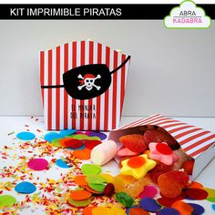 Immediate download of pirates birthday printable kit. Includes 16 kinds of product!  THIS PRINTABLE SET IS AVAILABLE IN ENGLISH UPON REQUEST * NO EXTRA FEES CHARGED *  -Invitations (size 11 x 16 cm) -Tray to serve food -Flags with exclamation points, decorative flags, Spanish alphabet and numbers -Flags for straws -Bag of goodies -Bucket or box to get goodies -French fries or popcorn box -Decorative circles -Elements and figures to decorate the party -Tags to decorate bottles -Palomitero…