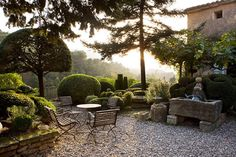 Nicole de Vesian- Gardens: Modern Design in Provence by Louisa Jones with photographs by Clive Nichols and Vincent Motte Actes S...