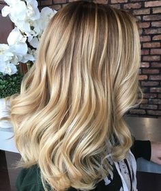 Balayage hair color ideas with blonde highlights Honey Blonde Hair Color, Hair Color Pink, Color Your Hair, Hair Color Highlights, Balayage Highlights, Hair Color For Black Hair, Hair Color Balayage, Blonde Color, Brown Hair Colors