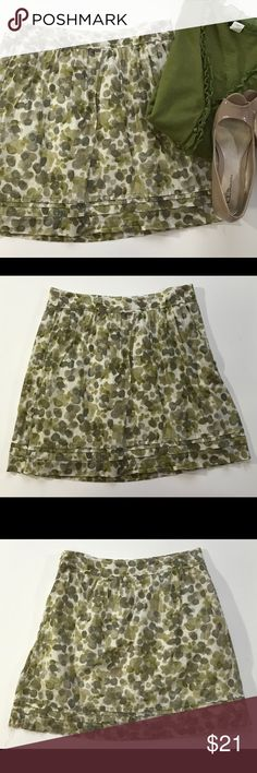 "Ann Taylor Cotton Short Skirt, sz 4 Petite 100% cotton skirt sits above knee and is a mix of pretty olive greens and tan. Skirt is fully lined & has a zipper on the left hip. Flat across waist approx 15"", length approx 18.5"". LOFT Skirts A-Line or Full"