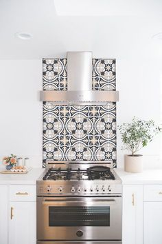 Kitchen and Bathroom Splashback - Removable Vinyl Wallpaper - Firenze Charcoal Rose - Peel & Stick Update your kitchen or bathroom splash back without damaging the surface. The perfect solution for renters, exhibitions & temporary insta Bathroom Splashback, Kitchen Tiles, New Kitchen, Vinyl Wallpaper, Kitchen Wallpaper, Stove Backsplash, Cement Tile Backsplash, Tile Countertops, Backsplash Ideas