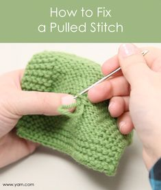 How to Fix a Pulled Stitch in Your Knitting or Sweater with video tutorital Knitting Help, Loom Knitting, Knitting Stitches, Knitting Patterns, Crochet Patterns, Crochet Ideas, Knitting Videos, Yarn Projects, Knitting Projects