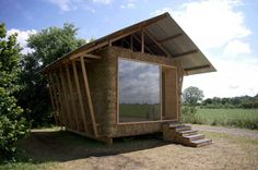 Ecologic Pavilion is a small cabin in France built by Studio 1984 from straw bales and local materials as a way to develop architecture that has a reduced impact. Tiny House, Micro House, Architecture Durable, Sustainable Architecture, Sustainable Design, Sustainable Houses, Chinese Architecture, Nest Building, Green Building