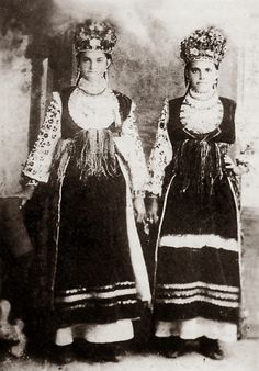 FolkCostume&Embroidery: Costume and embroidery of Bukovyna, part 3; overskirts, obhortka, fota and riklia