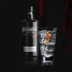 Solo un twist de pomelo rosa y dos arándanos para descubrir la complejidad y sofisticación de Brockmans Gin #Gin #Brockmans #gintonic #pomelo #arándanos #blueberries #grapefruit #perfectserve