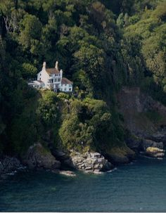 Bar Lodge Salcombe   A wonderful cliff top holiday home in Salcombe, South Devon with stunning views across the Estuary