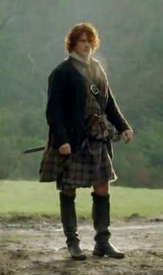 "jemscorner: ""dontmakemegoalljammfonyourarse: ""madameoutlander: "" That's what Sam commented about this scene on his twitter… ""SFX smoke at Lallybroch was… A man burning hay behind the wall! #noExpenseSpared..."