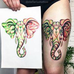 Fantastico tatuaggio colorato di un elefante sulla coscia