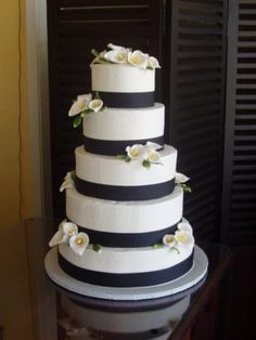 Wedding Cake With Calla Lilies Most of bride make Wedding Cake With Calla Lilies in her wedding parties. Many reas. White Square Wedding Cakes, Black And White Wedding Cake, Round Wedding Cakes, White Wedding Flowers, Wedding Cakes With Flowers, Cool Wedding Cakes, Elegant Wedding Cakes, Black White, White Flowers