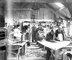 Werkstatt der 'Société van de Velde' in Ixelles, um 1899, rechts vorn Henry van de Velde
