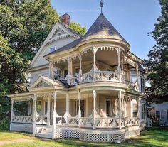 A beautiful Victorian house in Chester, Vermont, U. Detail Architecture, Victorian Architecture, Beautiful Architecture, Beautiful Buildings, Beautiful Homes, Victorian Style Homes, Victorian Decor, Queen Anne, Historic Homes