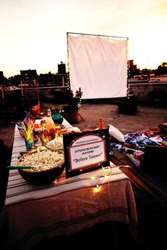 How to Host an Outdoor Movie Night in 5 Simple Steps - Movie - Ideas of trending and latest movie - - How to Host an Outdoor Movie Night in 5 Simple Steps Backyard Movie Party, Outdoor Movie Party, Backyard Movie Theaters, Backyard Movie Nights, Rooftop Party, Outdoor Movie Nights, Outside Movie, Outdoor Cinema, Outdoor Theater
