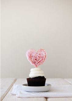 diy ruffled fondant heart / tessa huff for julep
