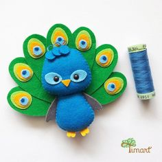 Apostila Digital - Peacock - Pocket version made of felt, easy to conf . - - Apostila Digital – Peacock – Taschenversion aus Filz, einfach zu konfi … Apostila Digital – Peacock – Pocket version made of felt, easy to confi … Felt Crafts Patterns, Felt Crafts Diy, Felt Diy, Crafts For Kids, Pdf Patterns, Felt Doll Patterns, Applique Patterns, Clothes Patterns, Sewing Toys