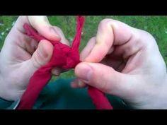 Scoutzone viser hvordan man binder et venskabsknob til tørklædet.
