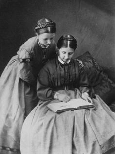 Alice Jane Donkin and Alice Emily Donkin read in a photo by Lewis Carroll. Lewis Carroll, Old Pictures, Old Photos, Vintage Pictures, Vintage Images, Antique Photos, Vintage Photographs, Historical Clothing, Historical Photos