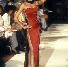 Christian Dior by John Galliano Fashion show & more details Look Fashion, 90s Fashion, Runway Fashion, High Fashion, Fashion Show, Vintage Fashion, Fashion Outfits, Fashion Design, Fashion Scarves