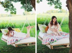 DIY Pallet Swing Bed @themerrythought Hanging Pallet Beds, Pallet Bed Frames, Pallet Swing Beds, Diy Swing, Pallet Swings, Pallet Furniture, Furniture Projects, Outdoor Furniture, Outdoor Decor