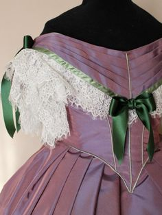 d3d9f4a341d6 Abito Vittoriano da Ballo Victorian ball gown in taffetà