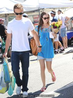 Summer Glau Spends a sunny summers day at the Farmers Market with her boyfriend http://icelebz.com/events/summer_glau_spends_a_sunny_summers_day_at_the_farmers_market_with_her_boyfriend/photo1.html