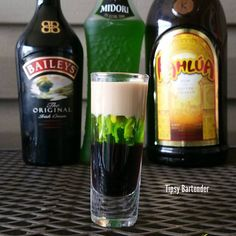 SEDUCTION SHOT Bottom layer: 1/2 oz (15 ml) Kahlua Middle layer: 1/2 oz (15 ml) Midori Top layer: 1/2 oz (15 ml) Bailey's **Side note: Use room temp Bailey's. Chilled Bailey's results in it being too heavy to sit on top of the Midori.
