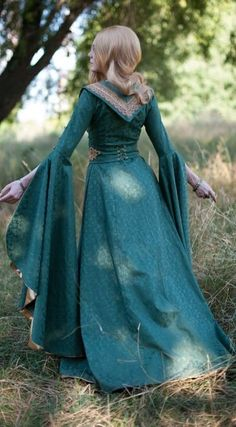 Fairy elven dress fantasy costume by DressArtMystery on Etsy Medieval Gown, Medieval Costume, Medieval Fantasy, Medieval Fashion, Medieval Clothing, Gypsy Clothing, Style Couture, Couture Fashion, Steampunk Fashion