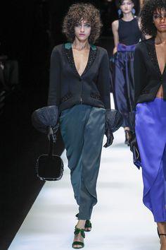 Giorgio Armani Fall 2017 Ready-to-Wear Fashion Show Collection