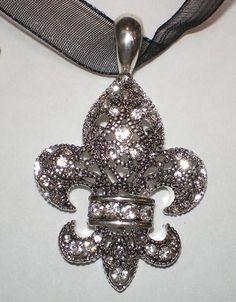 Crystal Fleur de Lis necklace #FleurdeLis #jewellery
