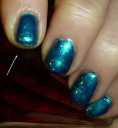An easy, yet effective nail look is to start with a base colour, a sheer polish is best. Then alternate a few coats with a glitter polish. Sandwiches, Nail Polish, Glitter, Nails, Color, Beauty, Finger Nails, Colour, Ongles