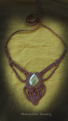 Handmade macrame necklace with Vesubianita gemstone. It has adjustable and long brooch, so you can wear it as you like it. Further