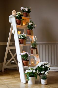 Fresh White Floral display   Photography by http://kerrymorgan.com/