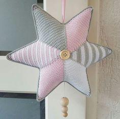 Crochet Stars, Crochet Bebe, Crochet For Kids, Crochet Decoration, Crochet Home Decor, Crochet Baby Toys, Back To School Crafts, Crochet Blanket Patterns, Crochet Designs