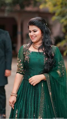 Indian Gowns Dresses, Indian Fashion Dresses, Indian Bridal Fashion, Dress Indian Style, India Fashion, Kerala Engagement Dress, Engagement Dress For Bride, Engagement Saree, Engagement Outfits