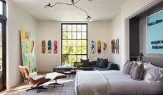House by MLK Studio and McAlpine Architects offers unexpected blend of contemporary and traditional elements - Los Angeles Times Modern Teen Room, New York Brownstone, Hollywood Homes, West Hollywood, Scandinavian Apartment, Modern Farmhouse Exterior, World Of Interiors, Classic Interior, Interior Photography
