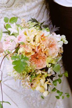 Floral Design by Ariella Chezar, a Snippet & Ink Select vendor. | Photo: Suzy Clement