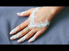 Casual Everyday Hand Necklace White Henna Tattoo Design | Beautiful and Simple Mehndi Tutorial Henna Tattoo Hand, White Henna Tattoo, Small Henna Tattoos, Red Henna, Hand Tattoos, Henna Hand Designs, Henna Tattoo Designs, Modern Mehndi Designs, Tutorial Henna