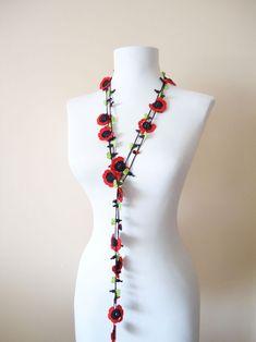 Kırmızı Siyah Gelincikli Kolye Pamuklu dantel ipleri ile tığişi hazırlanan 210 cm uzunluğunda dantel kolye.Farklı.... 313183