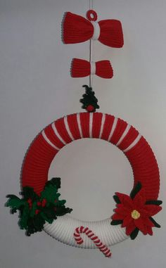Crochet Christmas Wreath, Crochet Wreath, Christmas Crochet Patterns, Christmas Wreaths, Christmas Crafts, Christmas Ornaments, Crochet Winter, Different Holidays, Xmas Decorations