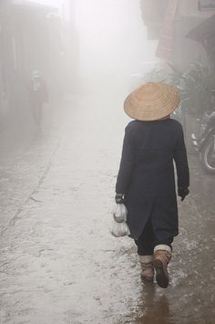 Sapa, Vietnam. Sa Pa, or Sapa, is a frontier town and capital of Sa Pa District in Lào Cai Province in northwest Vietnam. It is one of the main market towns in the area, where several ethnic minority groups such as Hmong, Dao, Giáy, Pho Lu, and Tay live.
