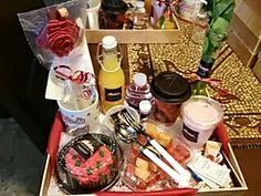 Regala a esa persona especial un detalle original y sorprendela con un desayuno sorpresa a domicilio...#feelingsdesayunosorpresa Picnic Box, Food Gift Baskets, Breakfast Items, Cakes And More, Catering, Healthy Snacks, Sweets, Cooking, Birthday