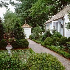 Guest house garden ~ Howard Slatkin