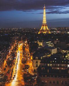 Paris by night by crissilveira Beautiful Paris, I Love Paris, Beautiful Castles, Most Beautiful Cities, Torre Eiffel Paris, Paris Eiffel Tower, Tour Eiffel, Chez Georges, France City