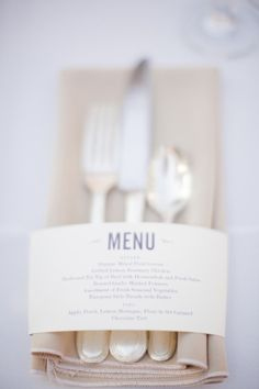 no need for a ribbon to keep it all together with this menu card place setting