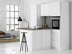 Kitchen from Kvik Linea White med laminatbenkeplate i Nature Grey. kvik.no