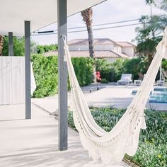 This hammock was hung for days like these! Loving this little cool front. Fall in the desert is ✨. Photo from @theperfecthideaway . . . . . #thejunipero #hammocklife #palmsprings #hangout #airbnb #dreamlife #getaway #fallweather #findyouroasis #paradisefound #thedesertcollective #vacationrental