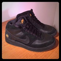 Nike sneakers Hardly worn, spotless, in great condition, black and gold with a golden tan colored sole Nike Shoes Sneakers