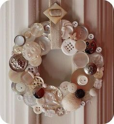buttons wall decoration 15 Interesting DIY Button Projects