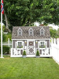 Farmhouse Playhouse. Designed by Tiny Little Pads! #tinylittlepads @tinylittlepads www.tinylittlepads.com